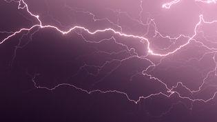 Météo France a placé en alerte orange aux orages cinq départements du nord de la France, le 5 juin 2015. (PASCAL POCHARD CASABIANCA / AFP)