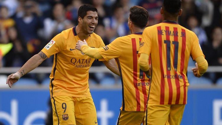 La MSN en action: Luis Suarez félicité par Messi et Neymar (MIGUEL RIOPA / AFP)
