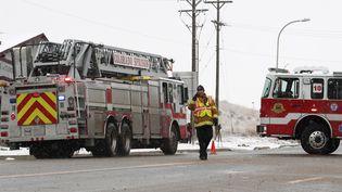 Un policier sécurise une route a proximité d'un planning familial à Colorado Springs (Colorado, Etats-Unis), le 27 novembre 2015. (REUTERS)