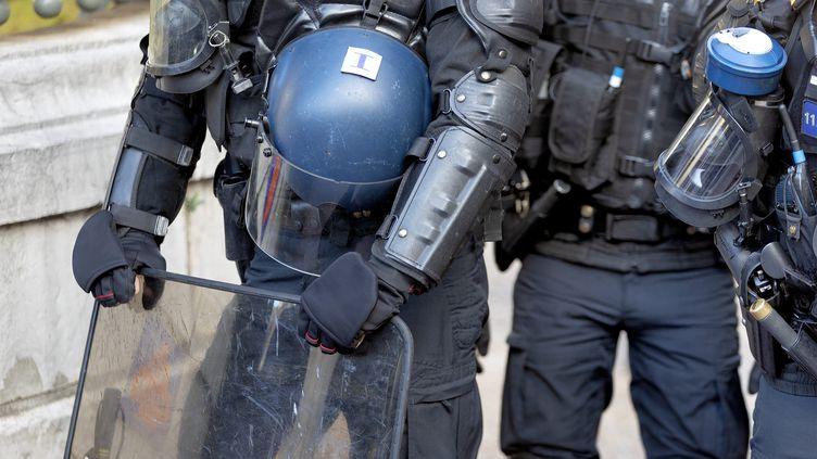 """Des CRS lors d'une manifestation contre la proposition de loi """"sécurité globale"""" à Montpellier, le 21 novembre 2020. (GUILLAUME BONNEFONT / MAXPPP)"""