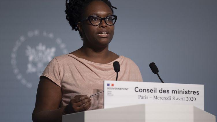 Sibeth Ndiaye, la porte-parole du gouvernement, lors d'une conférence de presse à l'Elysée, le 8 avril 2020. (IAN LANGSDON / POOL / EPA POOL)
