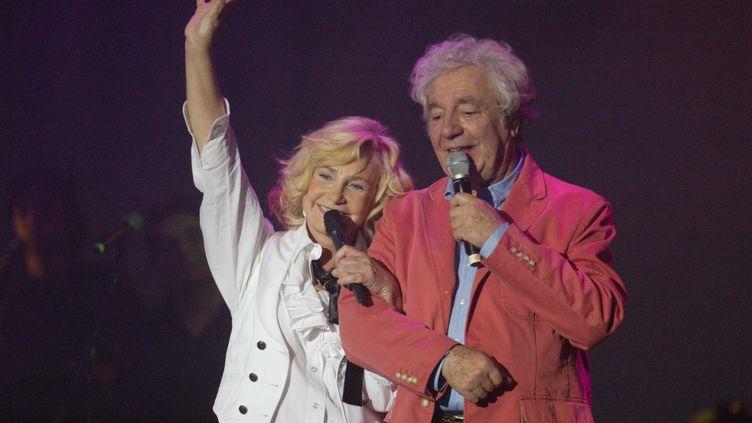 Michèle Torr et l'animateur Hubert Wayaffe à Saint-Etienne (Loire), le 7 avril 2006. (MAXPPP)