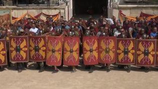 Une leçon d'histoire grandeur nature se joue devant les spectateurs dans les arènes de Nîmes (Gard). France 2 est allée suivre les préparatifs. (FRANCE 2)