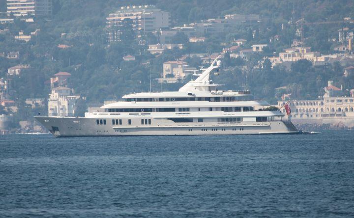 """Le yacht """"Reborn"""" de Bernard Tapie le 12 septembre 2012. (SYLVESTRE / MAXPPP)"""