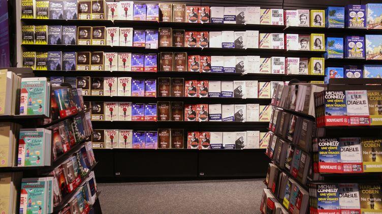 Le rayon librairie dans un magasin Fnac de Paris, le 30 octobre 2020. (QUENTIN DE GROEVE / HANS LUCAS / AFP)