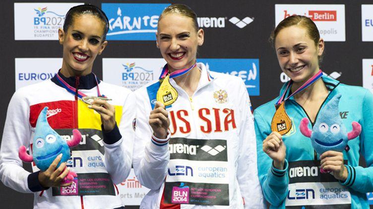 Le podium de l'épreuve solo de natation synchronisée à Berlin à l'occasion des championnats d'Europe (JOHN MACDOUGALL / AFP)