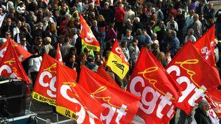 Des banderoles de la CGT lors de la manifestation du 9 octobre 2018 à Montpellier (Hérault). (PASCAL GUYOT / AFP)