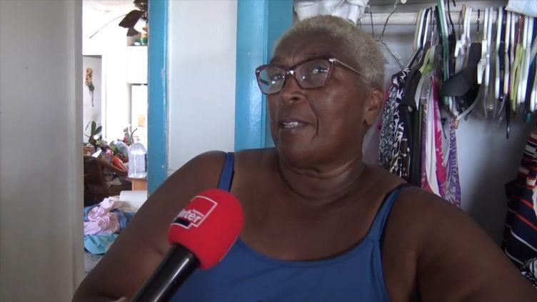 Daphnée Hill, la maire de TreasureCay aux Bahamas, refuse de quitter sa commune en ruine après le passage de l'ouragan Dorian. (GILLES GALLINARO / THIBAULT LEFEVRE / RADIO FRANCE)