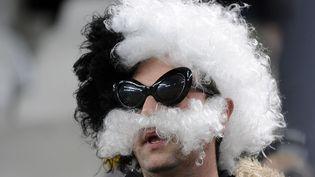 Un supporter de la Juventus de Turin grimé avec une perruque et une fausse moustache, le 13 mars 2014. (GIORGIO PEROTTINO / REUTERS )