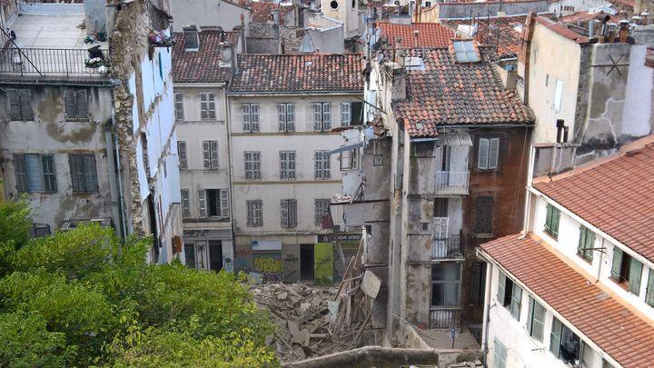 Vue sur les deux bâtiments qui se sont effondrés à Marseille (Bouches-du-Rhône), le 5 novembre 2018. (EMIN AKYEL / AFP)