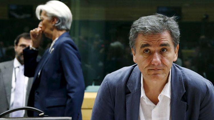 (Euclide Tsakalotos (ministre grec des finances) et en arrière plan Christine Lagarde (FMI) lors de la nuit de négociation du 12 juillet à Bruxelles © Reuters/François Lenoir)
