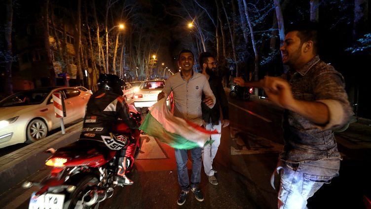 Scènes de liesse à Téhéran (Iran), jeudi 2 avril 2015, après l'annonce d'un accord conclu entre l'Iranet les grandes puissances sur le nucléaire iranien. (ATTA KENARE / AFP)
