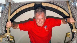 En juin 1982, il part sur un vaisseau Soyouz pour rallier la station spatiale soviétique Saliout. En 1988, il rejoint la station soviétique Mir. En 1997, il embarque dans la navette américaine Atlantis avec un amarrage à la station Mir où il passe quatre jours. Il totalise 43 jours dans l'espace. (NASA / AFP)