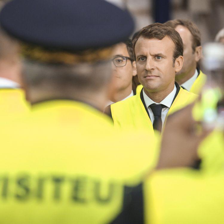 Le président Emmanuel Macron lors d'une visite de l'usine Whirlpool d'Amiens (Somme), le 3 octobre 2017. (HAMILTON / REA)