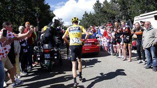 Le Britannique Christopher Froome court dans la 12e étape du tour de France, jeudi 14 juillet 2016. (JEAN-PAUL PELISSIER / REUTERS)