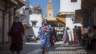 Dans les grandes villes du Maroc, comme ici à Rabat le 10 juin 2020, le confinement est encore très strict. (FADEL SENNA / AFP)