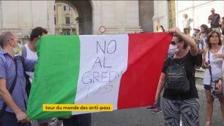 Des personnes contre le pass sanitaire en Italie (FRANCEINFO)