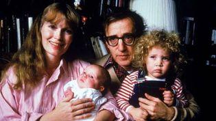 Mia Farrow, Woody Allen et deux de leurs enfantsau début des années 1990. (HBO)