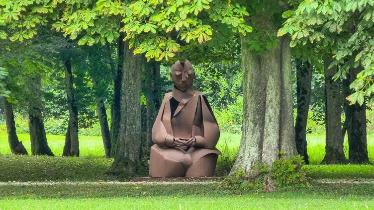 """La sculpture """"en méditation"""" actuellement exposée au château d'Ancy le Franc  (Peter Meyers)"""