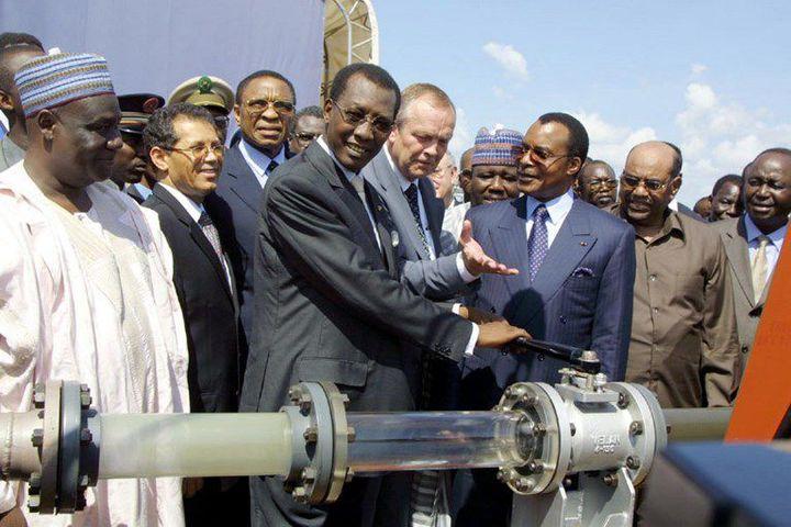 Le président tchadien Idriss Deby inaugure une installation pétrolière à Komé (sud-ouest duTchad) le 10 octobre 2003.  (DESIREY MINKOH / AFP)