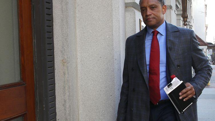 Le procureur Karl Racine arrive à la Cour d'appel de Washington (Etats-Unis), le 19 mars 2019. (WIN MCNAMEE / GETTY IMAGES NORTH AMERICA / AFP)