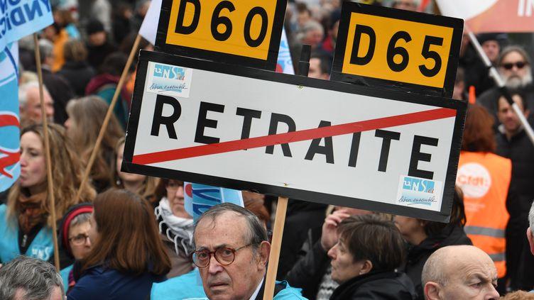 Des manifestants contre la réforme des retraites à Brest (Finistère), le 22 mars 2018. (FRED TANNEAU / AFP)