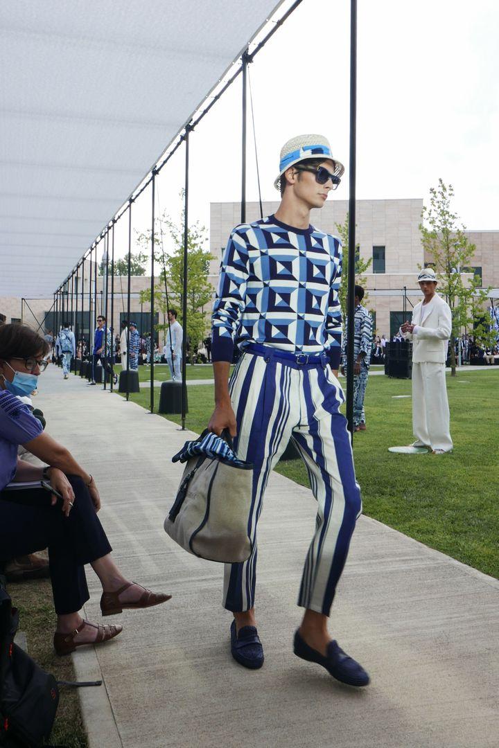 Une création de Dolce & Gabbana au défilé printemps-été 2021 lors de la Semaine de la mode de Milan, le 15 juillet 2020. (CELINE CORNU / AFP)