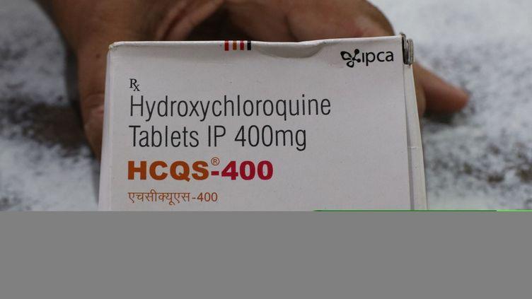 Une tablette d'hydroxychloroquinedistribuée à Kolkata, en Inde, le 10 avril 2020. (DEBAJYOTI CHAKRABORTY / NURPHOTO / AFP)