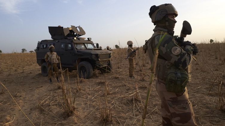 Opération de reconnaissance de la force Barkhane au nord du Burkina Faso, en novembre 2019. (MICHELE CATTANI / AFP)