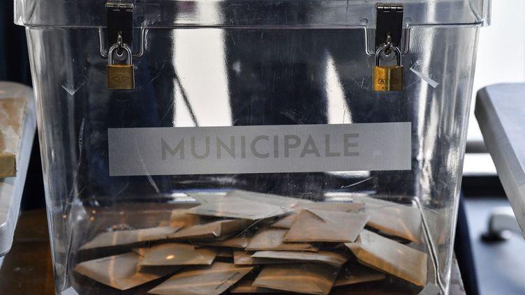 Les Français se sont déplacés pour le second tour des élections municipales le dimanche 28 juin 2020. (PHILIPPE DESMAZES / AFP)