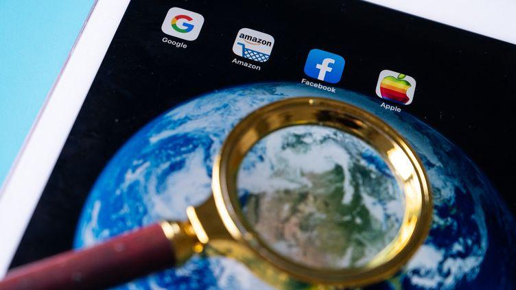 """Les géants du Web se sont """"gavés"""" pendant la pandémie. Les Étatss'organisent pour instaurer un impôt minimum mondial sur les sociétés. (Illustration) (RICCARDO MILANI / HANS LUCAS / AFP)"""