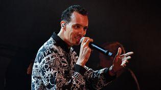 Le chanteur et écrivain Gaël Faye durant le festival Les Francofolies, le 14 juillet 2017 à La Rochelle. (XAVIER LEOTY / AFP)
