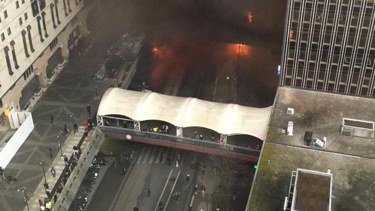 La station de métro et de RER Gare de Lyon, à Paris, a été évacuée, vendredi 28 février, après des échauffourées et des incendies allumés en marge d'un concert. (CEDRIC JACQUAT)
