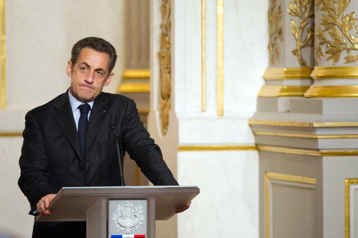 Nicolas Sarkozy, le 18 avril 2012 à l'Elysée, lors d'une conférence de presse avc son homologue sénagalais, Macky Sall. (BERTRAND LANGLOIS / AFP)