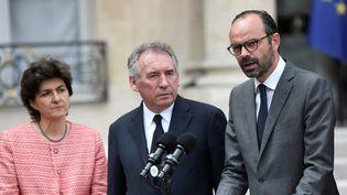 Sylvie Goulard, ministre des Armées, François Bayrou, garde des Sceaux et le Premier ministre Edouard Philippe, dans la cours de l'Elysée, à Paris, le 24 mai 2017. (STEPHANE DE SAKUTIN / AFP)