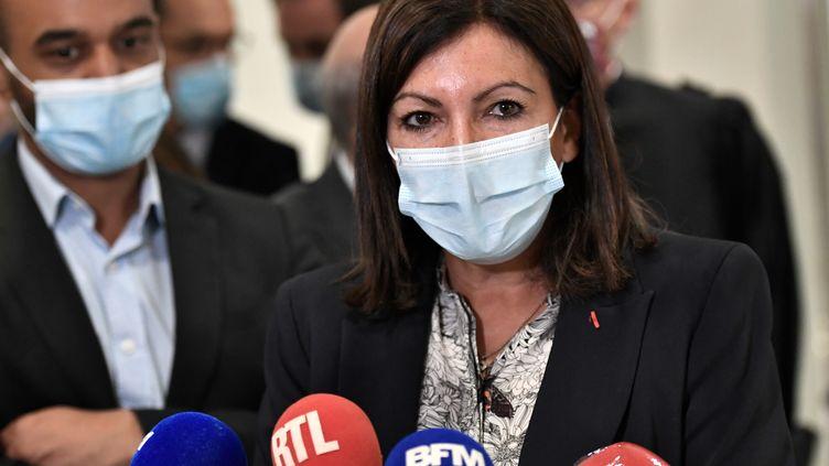 La maire de Paris Anne Hidalgo au palais de justice de Paris le 21 septembre 2020, pour être auditionnée pendant le procès des attentats de janvier 2015. (STEPHANE DE SAKUTIN / AFP)