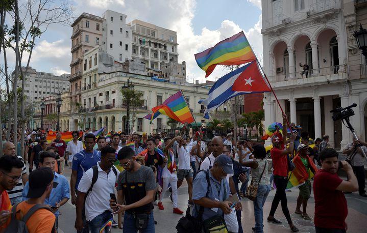 Une manifestation organisée par des associations cubaines de défense des droits des personnes LGBTle 11 mai 2019dans les rues de La Havane(Cuba). (YAMIL LAGE / AFP)