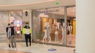 Faut-il ouvrir les centres commerciaux ? La question se pose et fait même polémique dans certaines communes, comme àDijon (Bourgogne-Franche-Comté). (FRANCE 3)