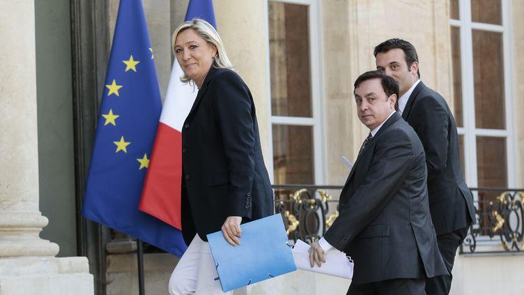 Jean-François Jalkh arrive avec Marine Le Pen et Florian Philippot à l'Elysée, à Paris, le 15 mai 2014, pour une consultation sur la réforme territoriale. (CHRISTOPHE MORIN / MAXPPP)
