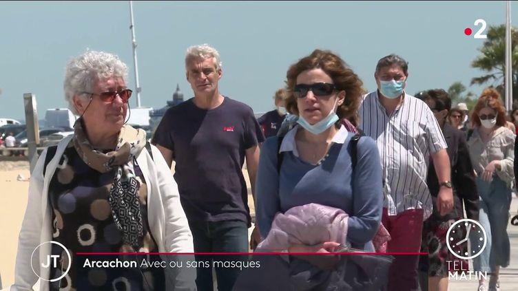 Des promeneurs à Arcachon. (France 2)
