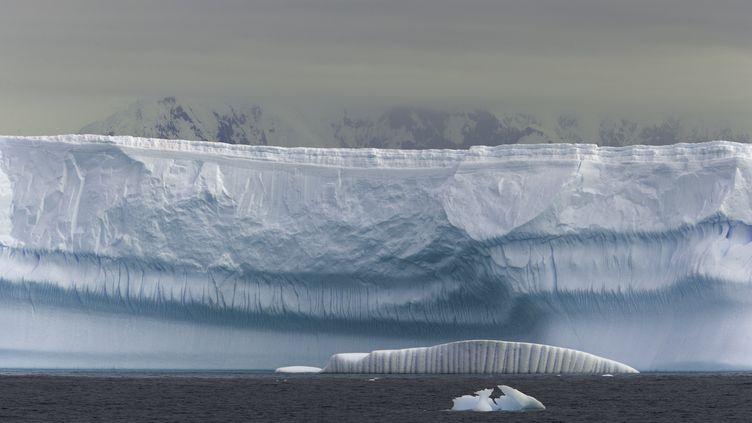 Le détroit deGrandidier, dans l'Antarctique occidental. (JOHN EASTCOTT / YVA MOMATIUK / GETTY IMAGES)