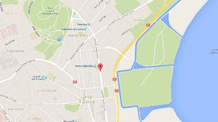 Un attentat a visé mardi un bus de la sécurité présidentielle dans le centre-ville de Tunis, faisant plusieurs morts. (GOOGLE MAPS / FRANCETV INFO)