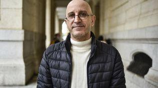 Saïd Djabelkhir, à l'extérieur dutribunal de Sidi M'Hamed à Alger(Algérie), le 22 avril 2021. (RYAD KRAMDI / AFP)