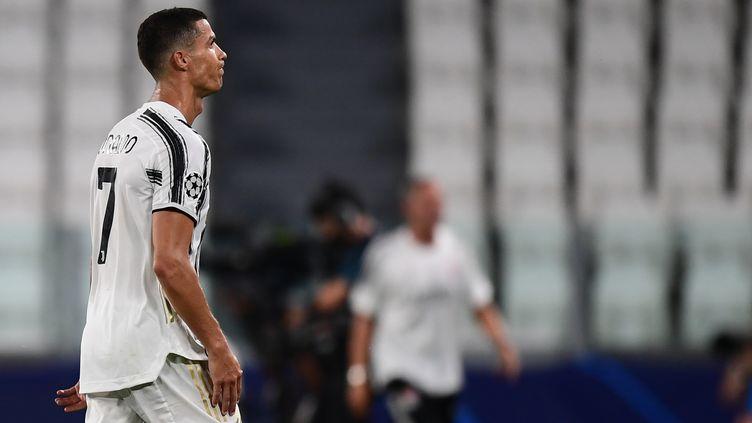 Cristiano Ronaldo déçu après l'élimination de la Juventus (MIGUEL MEDINA / AFP)