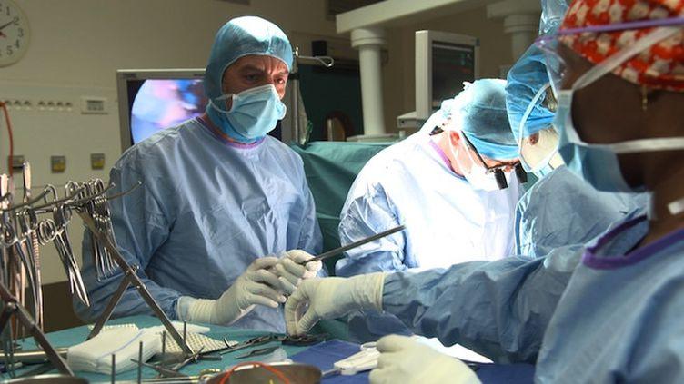 Près de 24 000 patients sont en attente d'une greffe en France