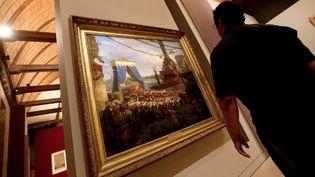 """Dans l'exposition """"Sacres royaux"""" au palais du Tau  (FRANCOIS NASCIMBENI / AFP)"""