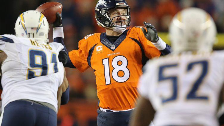 Le quarterback des Broncos de Denver, Peyton Manning, lors du match contre San Diego.  (DOUG PENSINGER / GETTY IMAGES NORTH AMERICA)