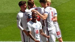 Les Anglais célèbrent le but inscrit par Sterling face à la Croatie, le 13 juin (JUSTIN TALLIS / POOL)