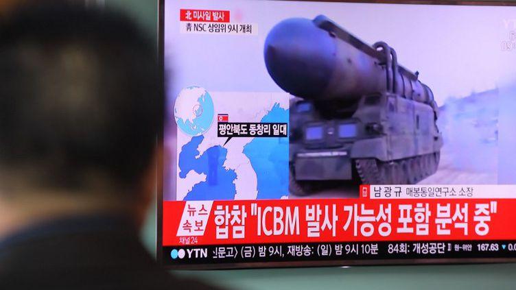Ces quatre nouveaux missiles ont parcouru 1 000 km, traversant tout le territoire nord-coréen avant de s'abimer à 300 km seulement des côtes japonaises (STR / YONHAP)