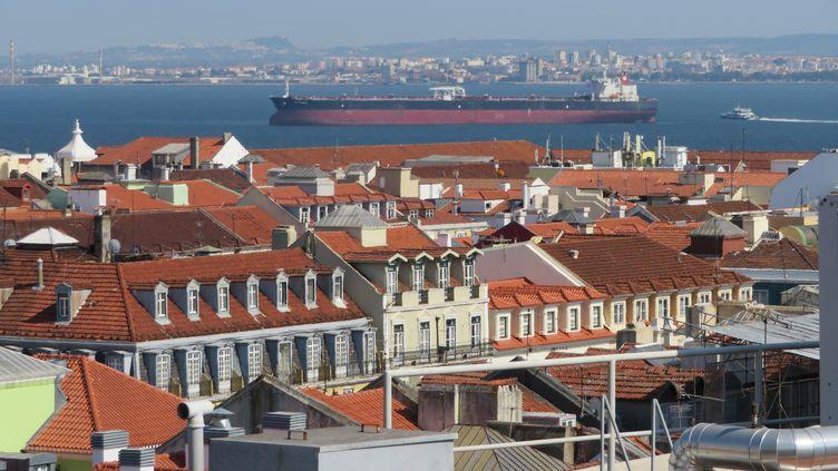 Vue générale sur Lisbonne et le Tage le 17 août 2018. (STEPHANE MILHOMME / RADIO FRANCE)
